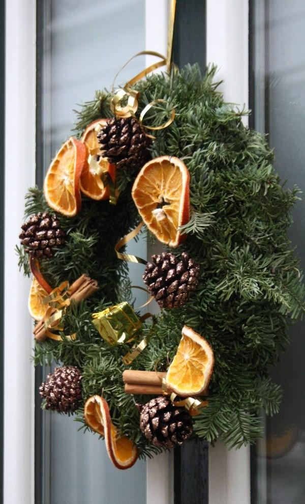 Weihnachtsdeko Landhausstil orangen weihnachtskranz