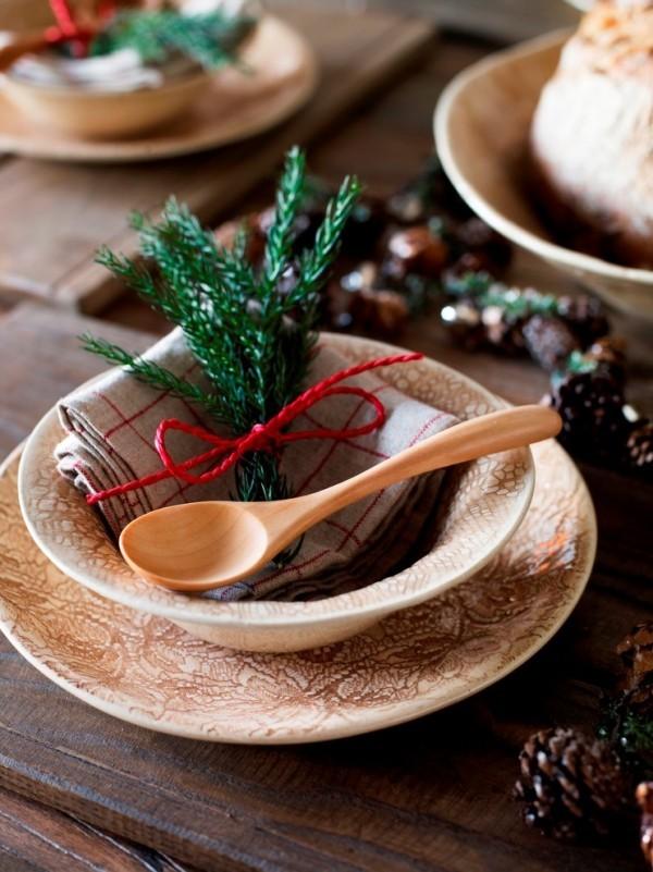 Weihnachtsdeko Landhausstil tannenbaum elemente geschirr dekorieren