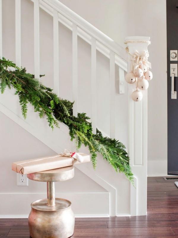Weihnachtsdeko Landhausstil treppenhaus dekorieren flur dekoideen