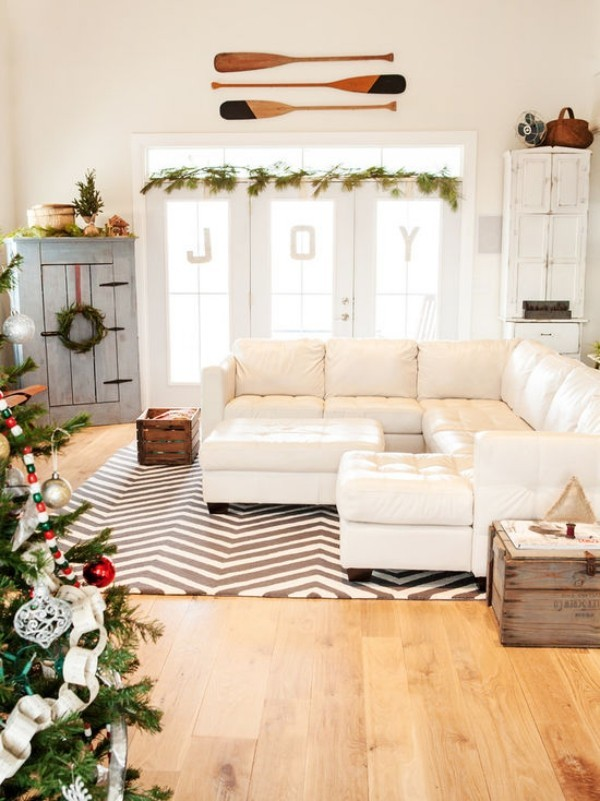 Weihnachtsdeko Landhausstil weihnachtsbaum weihnachtsgirlande weiße möbel