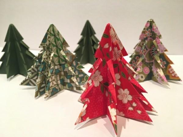 Weihnachtsdeko selber machen mit buntem Papier