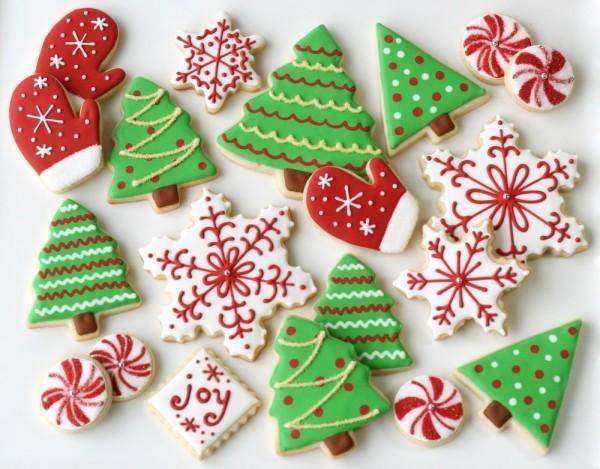 Weihnachtskekse backen in rot und grün