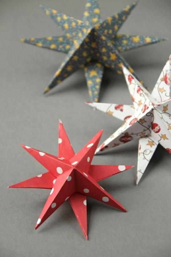 Weihnachtssternen mit Papier in verschiedenen Farben basteln