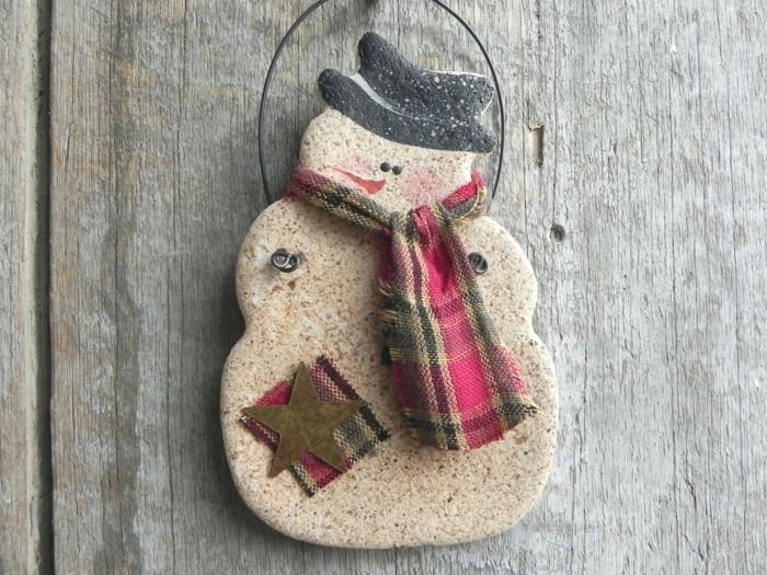basteln mit salzteig ausgefallener schneemann dekoriert