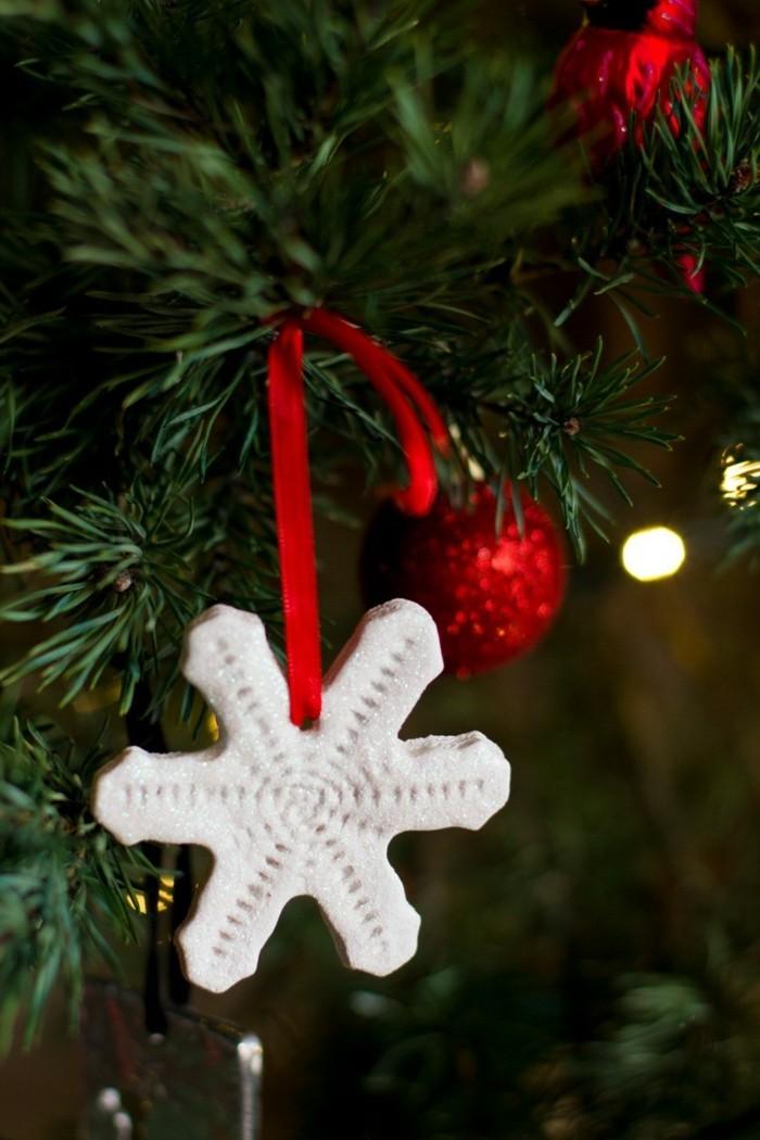 basteln mit salzteig schneeflöckchen weihnachtsbaum