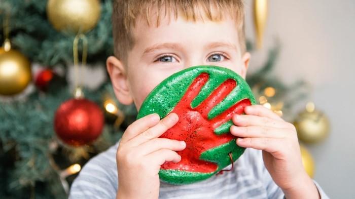 basteln mit salzteig weihnachtsbaumschmuck grün rot
