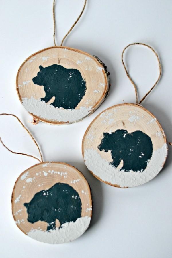 deko mit holzscheiben selber machen anhänger christbaumschmuck basteln
