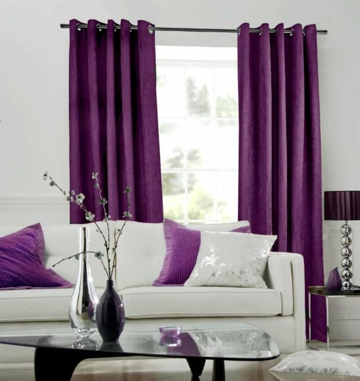 die farbe lila wohnzimmer lavendel farbe elemente weißes wohnzimmersofa