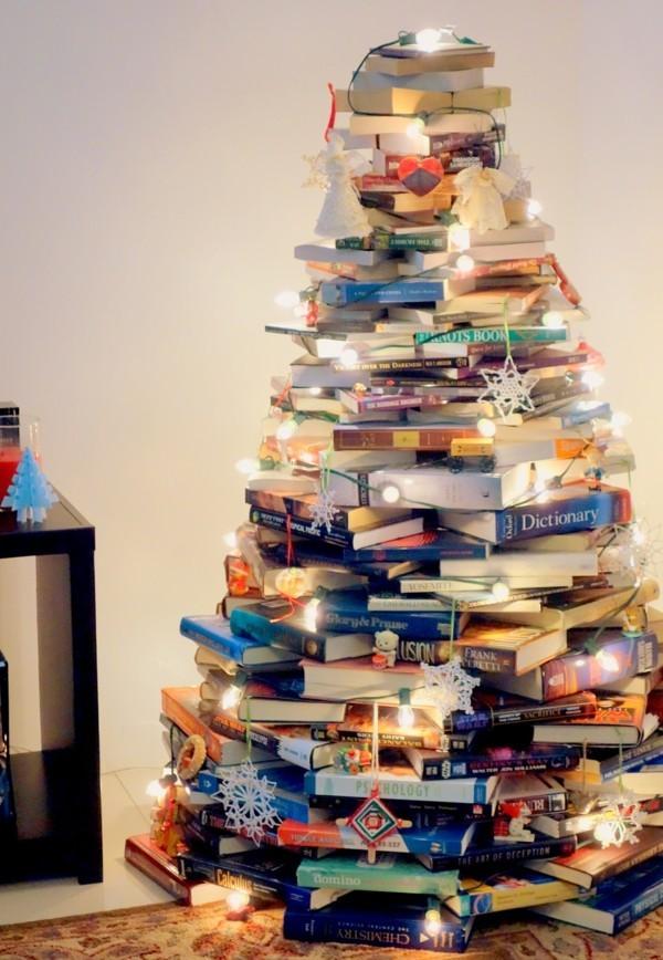 diy weihnachtsbaum buecher lichterkette