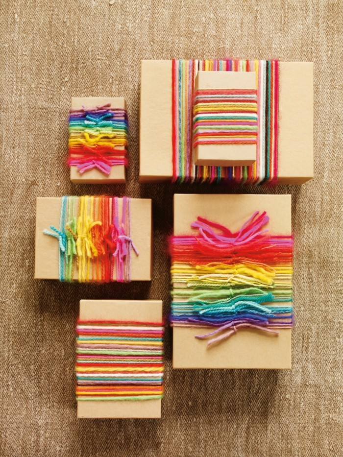 geschenke origenell verpacken weihanchtsbasteln geschenkideen bunte faeden