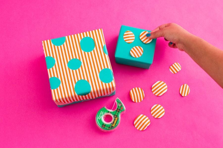59 diy ideen wie man geschenkpapier f r weihnachten selbst gestalten kann. Black Bedroom Furniture Sets. Home Design Ideas