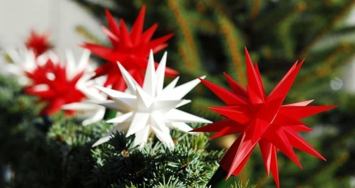 herrnhuter stern selber basteln weihnachtsbaumschmuck rot weiß