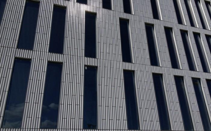 hochhaus belüftete fassade
