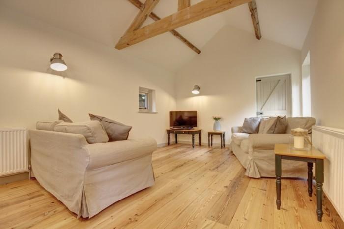 holzboden wohnzimmer einrichten landhausstil dachschräge