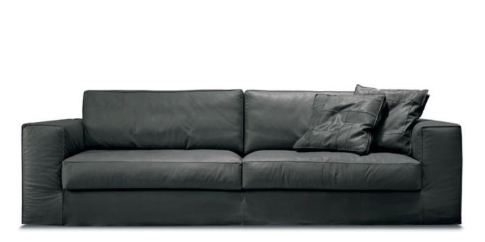 in leder bezogenes designklassiker-möbelstück