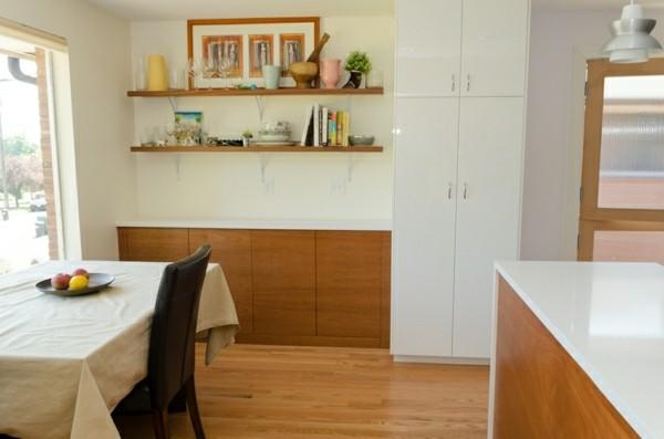 küchenregale in einer offenen kleinen küche