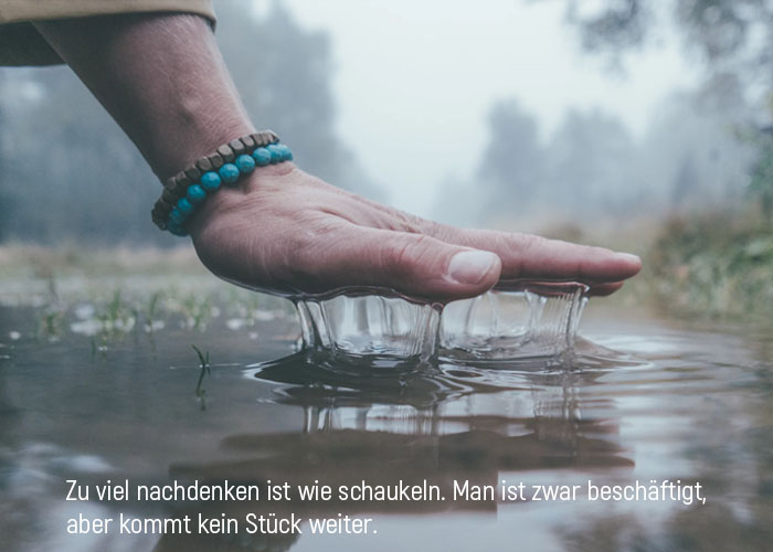 lebensweisheiten schaukeln weitergehen handvoll im wasser