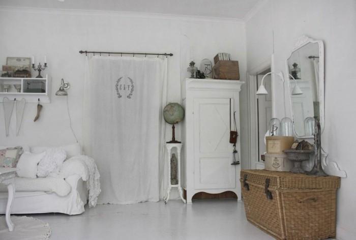 möbel shabby chic gemütliches wohnzimmer weißer bodenbelag wandspiegel