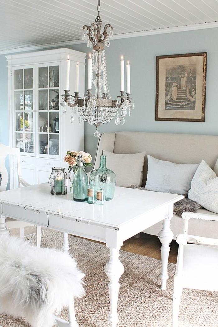 möbel shabby chic wohnzimmer sisalteppich weiße einrichtung hellblaue wände