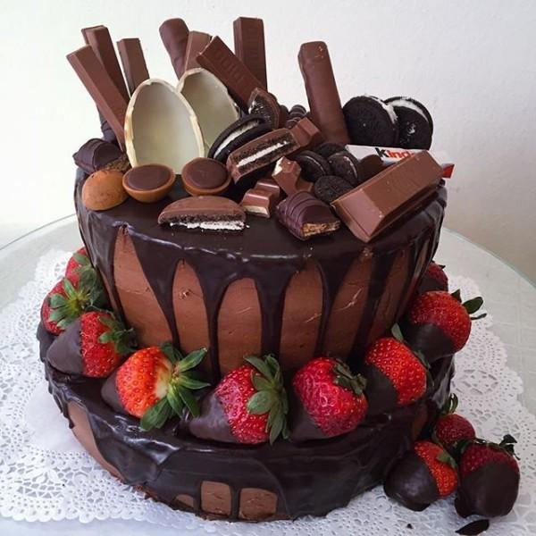 schokoladenkuchen kinderriegel torte erdbeeren