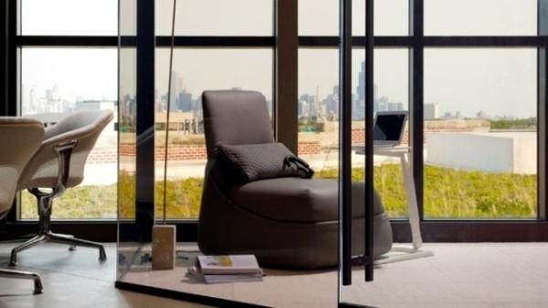 schwarzer-gepolsterter-relax-stuhl-akzent