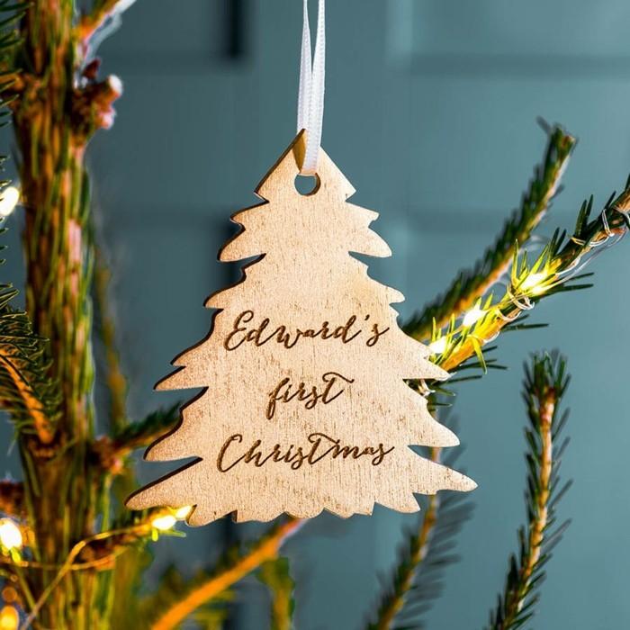 tannenbaum schmuecken deko ideen weihnachtsschmuck botschaft