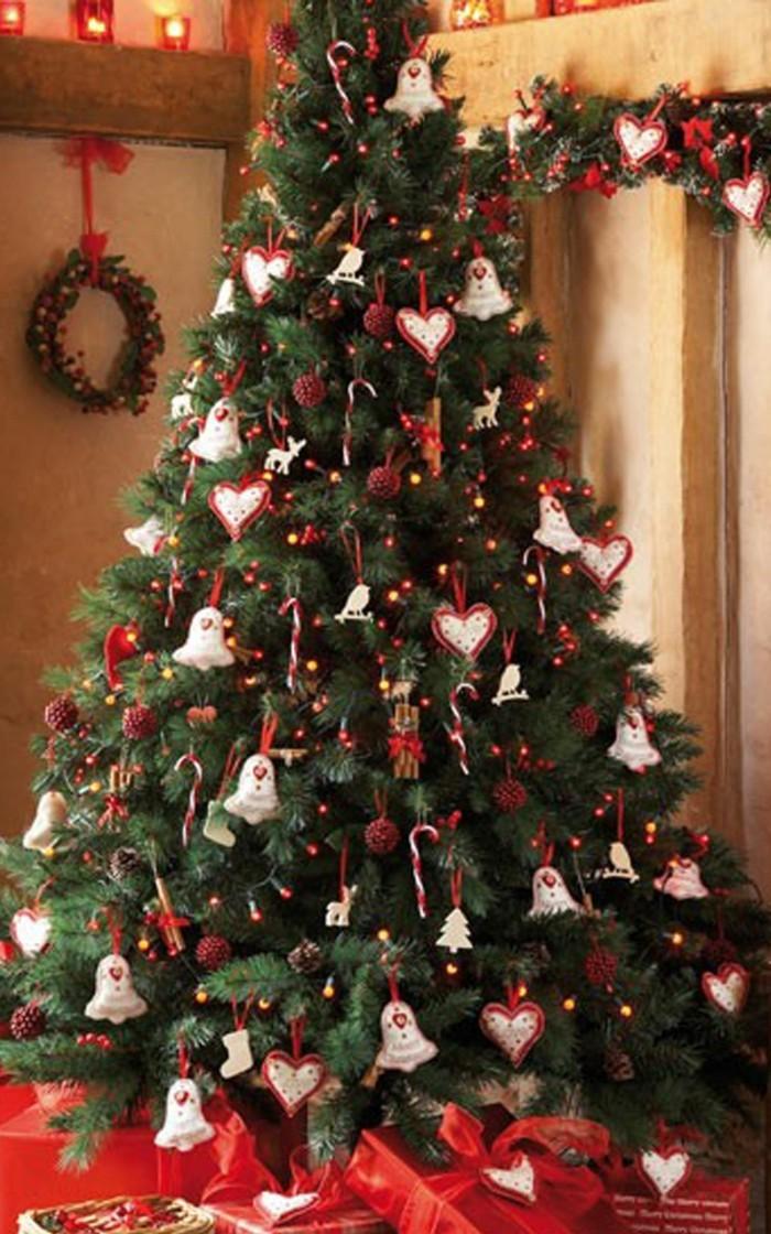 wie kann man den tannenbaum schm cken 49 deko ideen mit weihnachtsschmuck. Black Bedroom Furniture Sets. Home Design Ideas