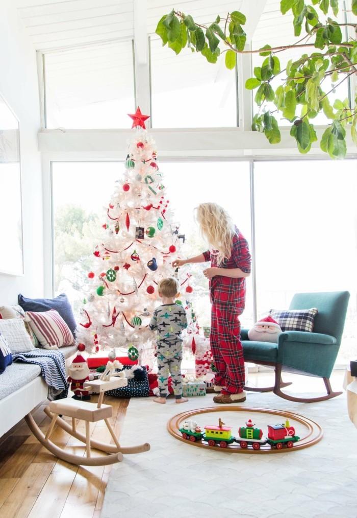 Wie kann man den Tannenbaum schmücken? - 49 Deko Ideen mit Weihnachtsschmuck