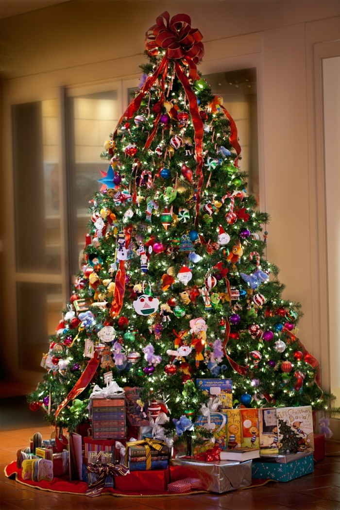 tannenbaum schmuecken deko ideen weihnachtsschmuck ueberladen