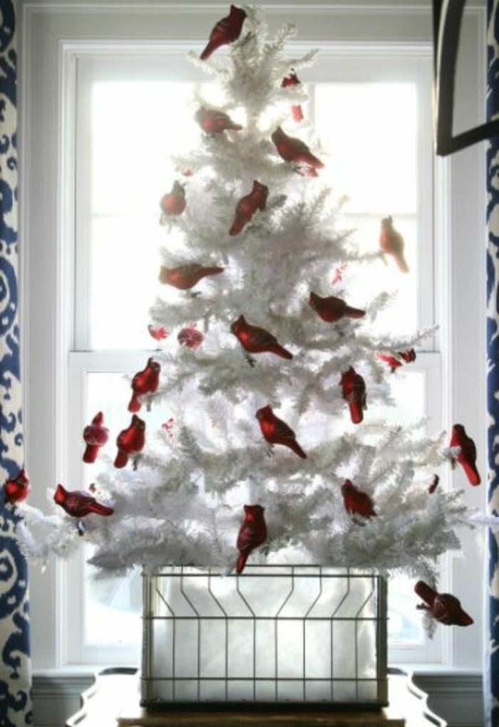 tannenbaum schmuecken deko ideen weihnachtsschmuck voegel