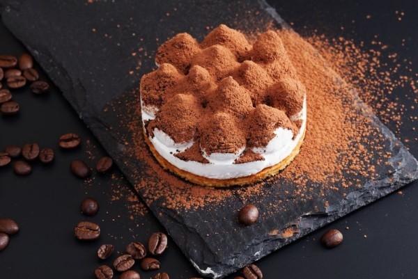 tiramisu im glas vegan mit kakaopulver und kaffee