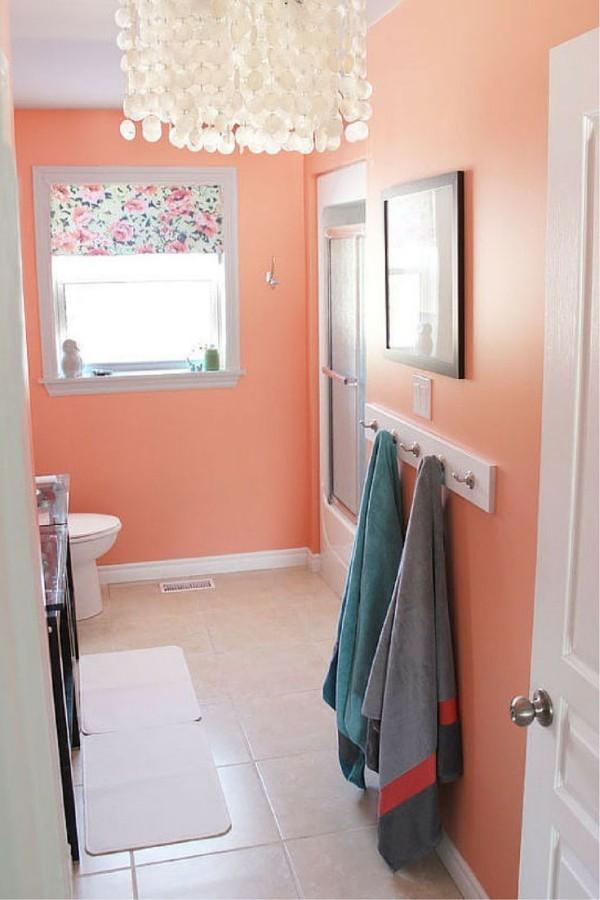 wandfarbe apricot badezimmer gestalten heller boden schöner leuchter