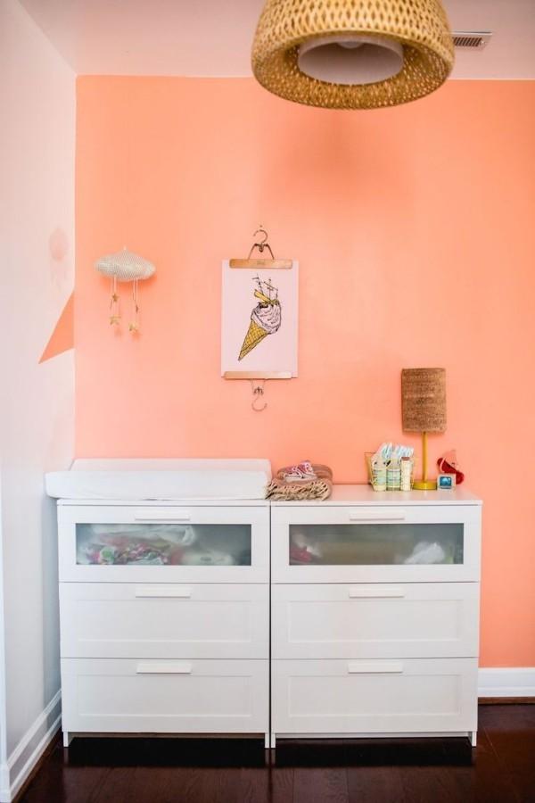 wandfarbe apricot kinderzimmer weißer wickelschrank
