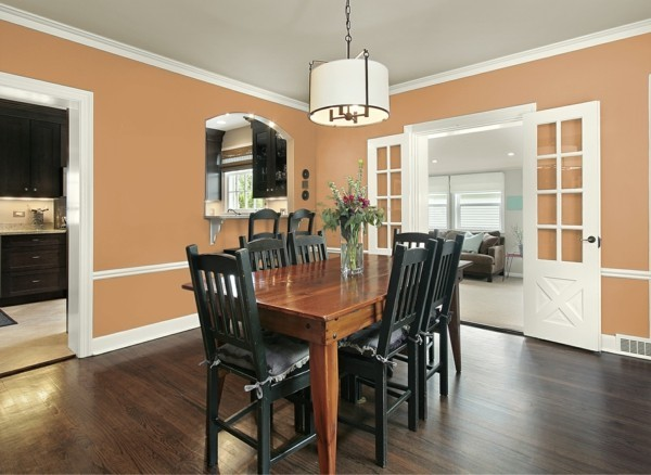 wandfarbe ideen aprikosenfarbe esszimmer dunkler bodenbelag