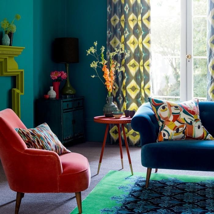 wandfarbe petrol wohnzimmer farbgetaltung farbige möbelstücke