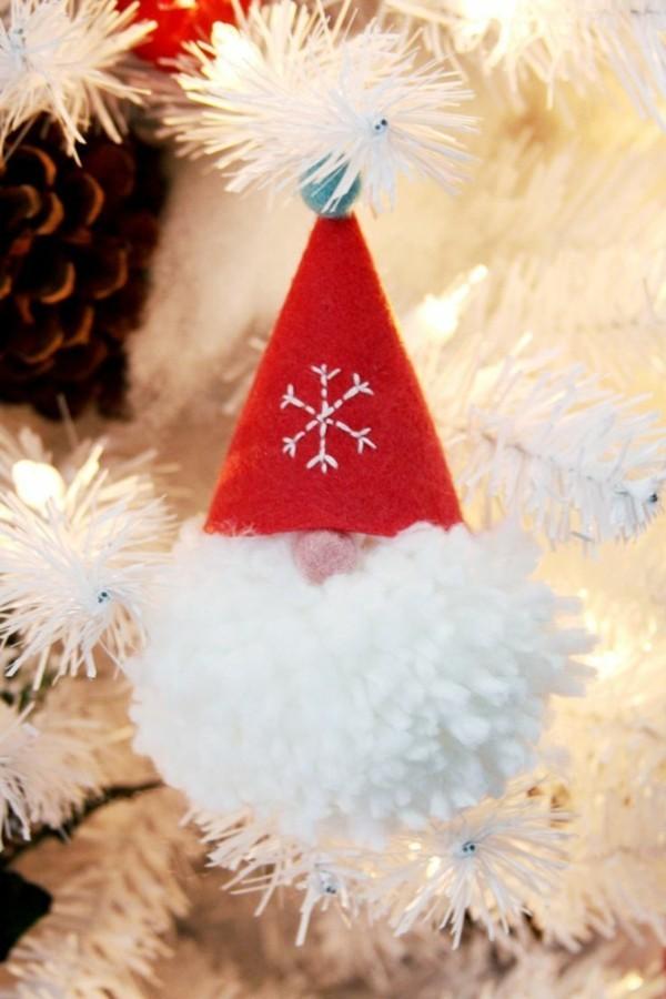 weiße Pom Pom Idee für Weihnachten