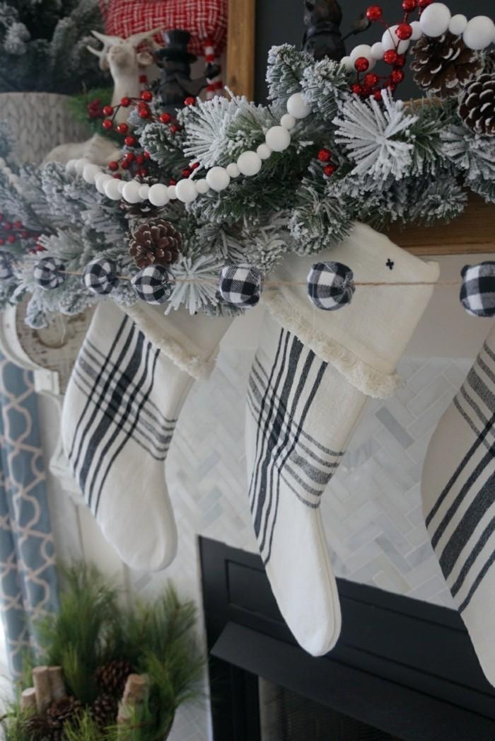 weihnachten schwarz weiss weihnachtsdekoration karre