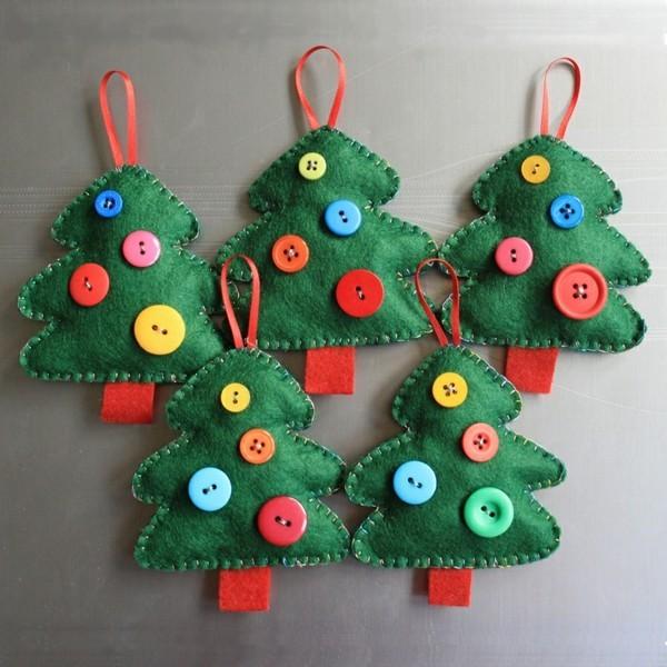 weihnachtsbäume weihnachtsdeko selber basteln filz knöpfe