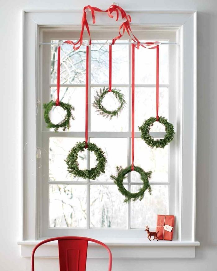 weihnachtsdeko fenster frische hängedeko grün rot