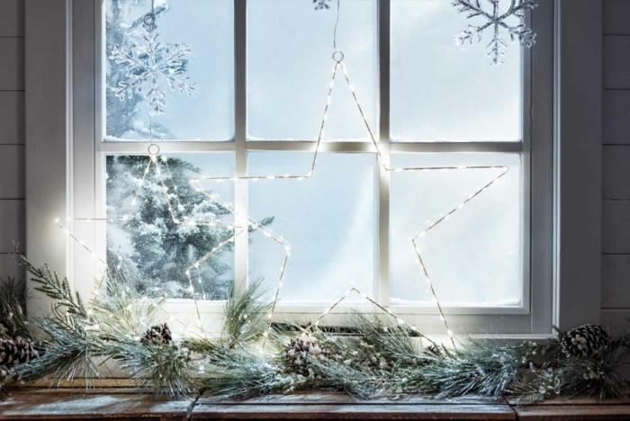 weihnachtsdeko fenster lichter schneeflöckchen