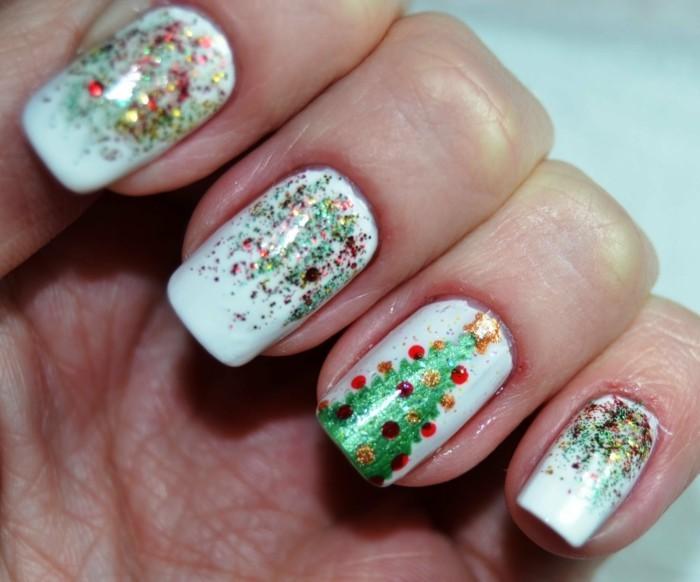 weihnachtsnägel farbig weihnachtsbaum glitzernd