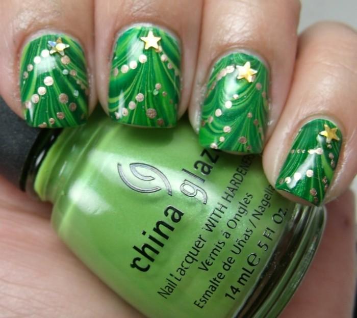 weihnachtsnägel grün tannenbaum geschmückt
