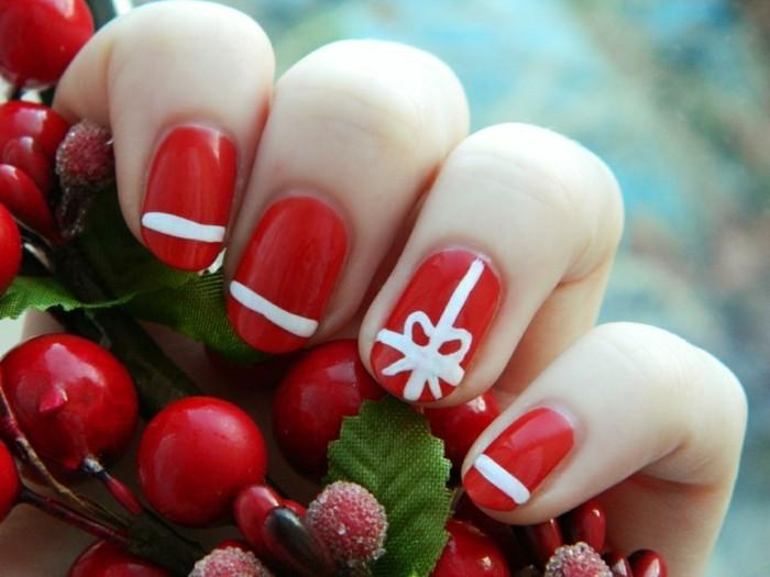 weihnachtsnägel roter nagellack weiße elemente