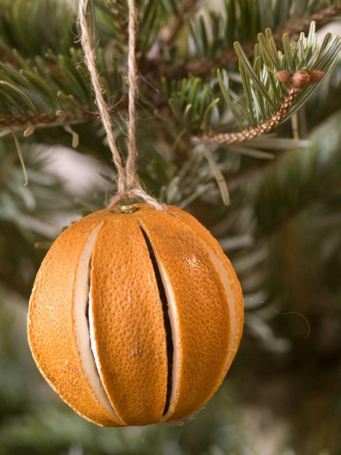 weihnachtsschmuckbasteln mit naturmaterialien orange schlitz