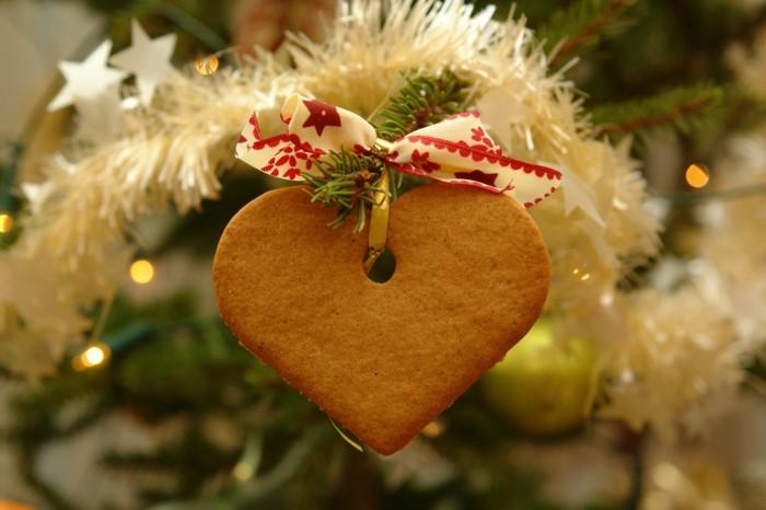 weihnachtsschmuck basteln mit naturmaterialien weihnachtskekse christbaumschmuck lebkuchen herz