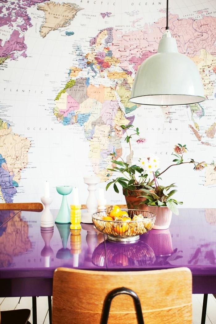 weltkarte wand esszimmer dekorieren frische wanddeko lila esstisch