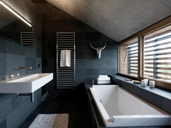 Badezimmerdesign mit weißen Flächen