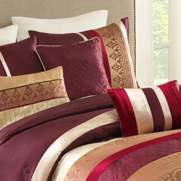 Bordeaux Farbe DEko Kissen