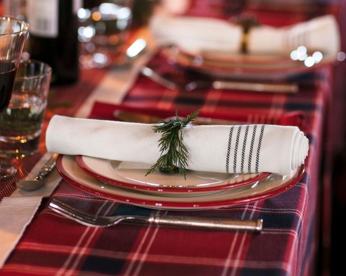 Bordeaux Farbe Tischdeko weihnachten