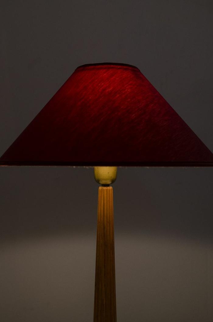 Bordeaux Farbe Wandfarbe lampe